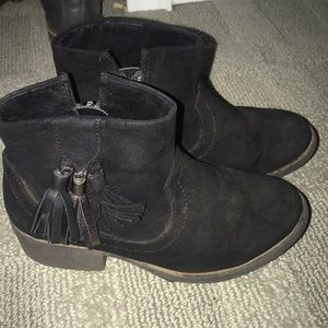 Girls black suede boots 13.